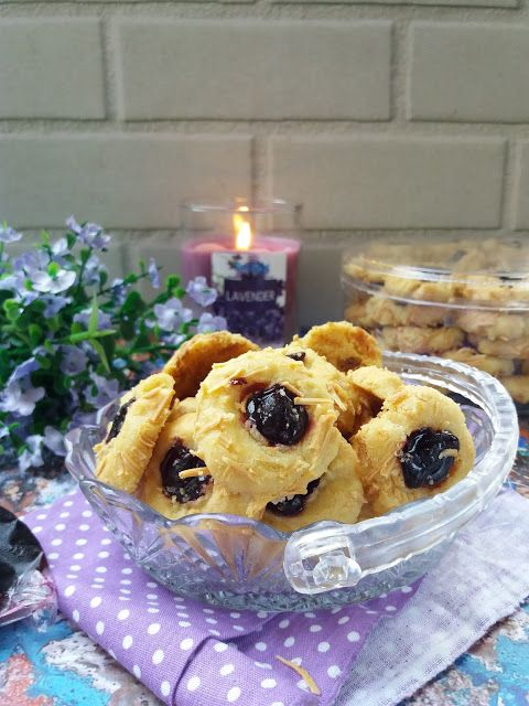 Dapur Miranti: Crunchy Blueberry Cheese Tumbprint Cookies