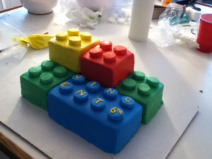 This is what I want to do for Nate's birthday cake...he just wants a sheet cake with cupcakes for the thingies. Guess I'll do it his way since it's his birthday...