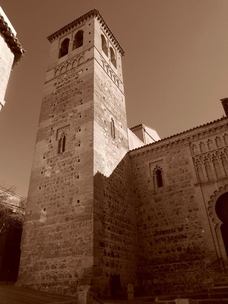 Iglesia de Santa Leocadía. Torre. De siglo XIII , como el resto de la actual iglesia es la parte mejor conservaba de esta