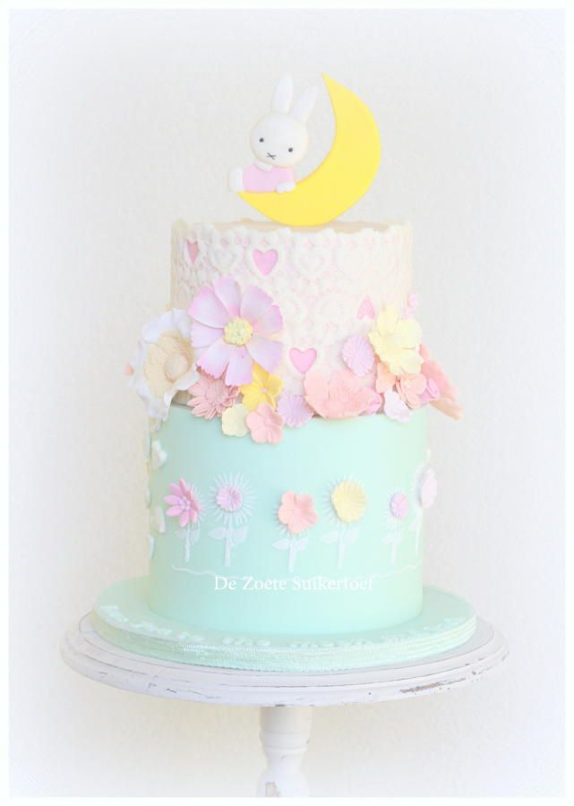 Nijntje/Miffy cake, love you to the moon and back.. - Cake by De Zoete Suikertoef