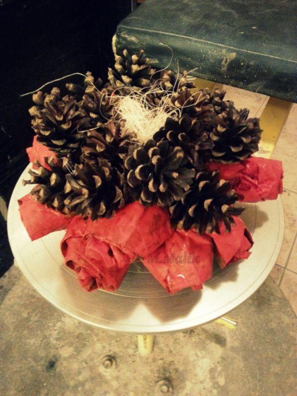 stroik, róze z liści, szyszki