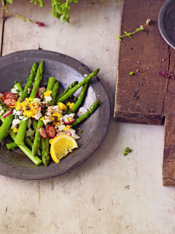 Asparagus mimosa with capers, radishes and chives recipe. Delicious ...