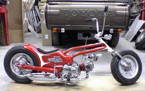 Lowered, hardtail gooseneck Honda Super Cub