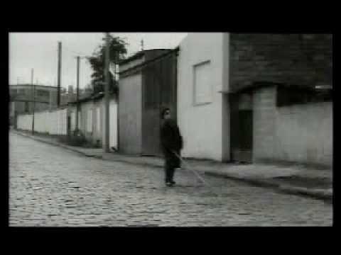 """""""Foutaises""""  de Jean-Pierre Jeunet, sorti en 1990. Dominique Pinon.  J'adore simplement la simplicité de ce court métrage."""
