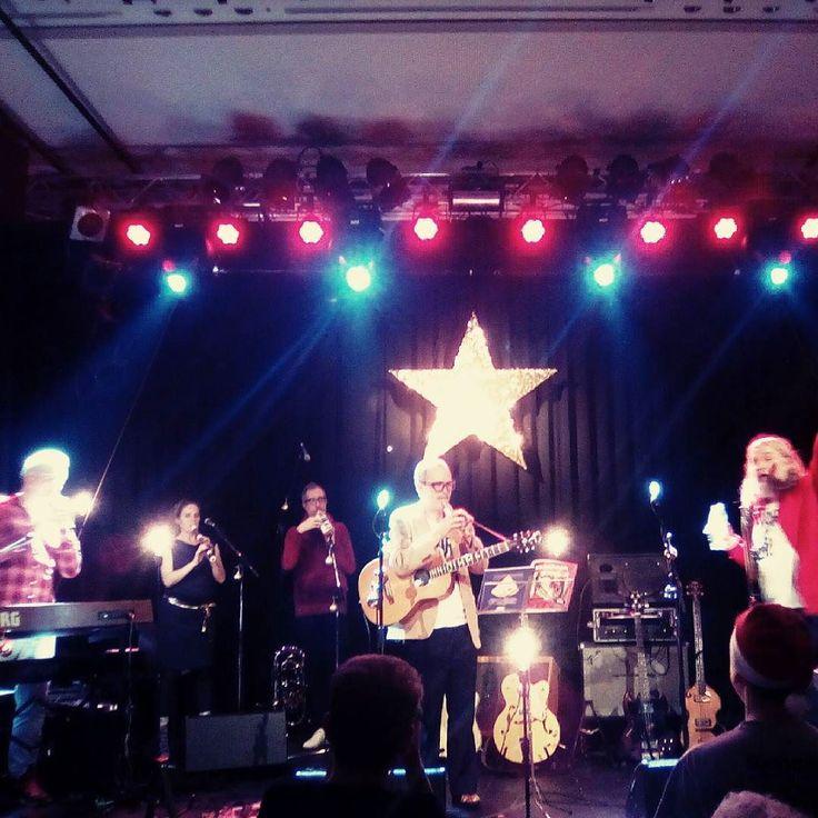 Weihnachtskonzert der #Erdmöbel gestern im Club Cann: Blockflöten Polonaise & Gott.