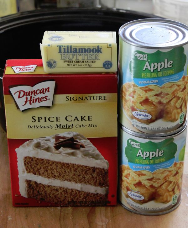 Super easy Crock Pot Apple Spice Dump Cake Recipe
