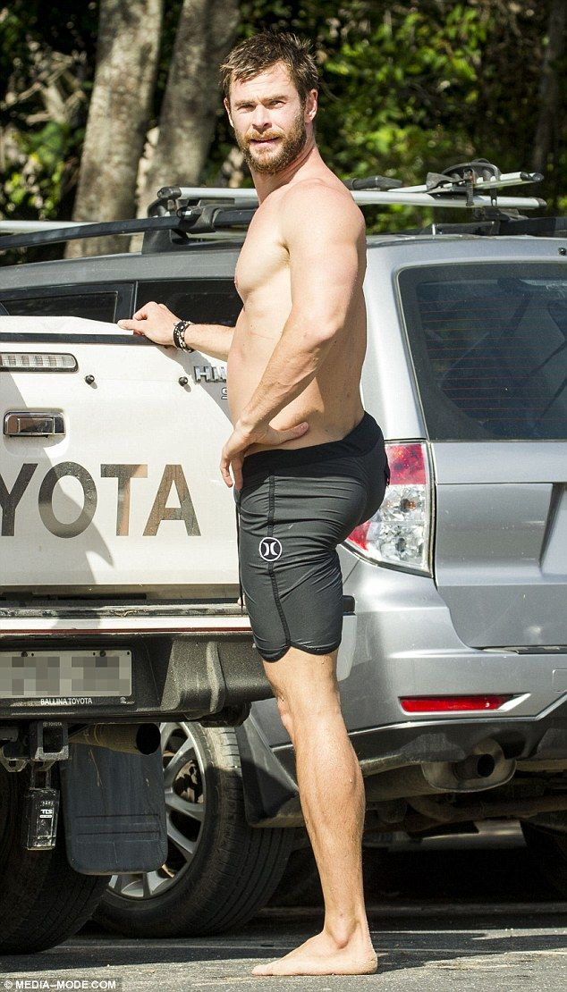 Chris Hemsworth and his equally buff father Craig go ...