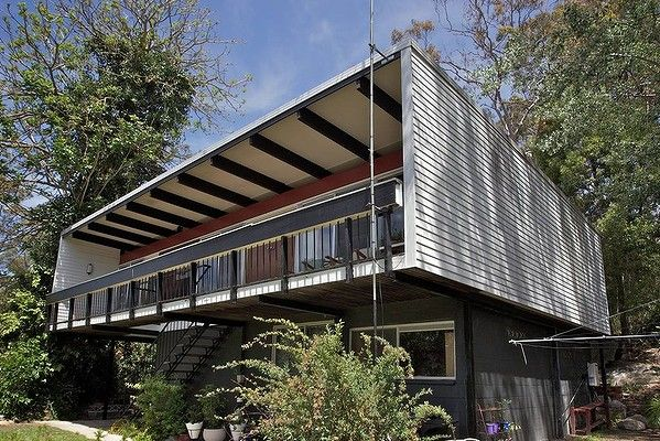 Exterior of a Beachcomber house at 32 Russell Ave,  Faulconbridge, designed by Nino Sydney in 1961.