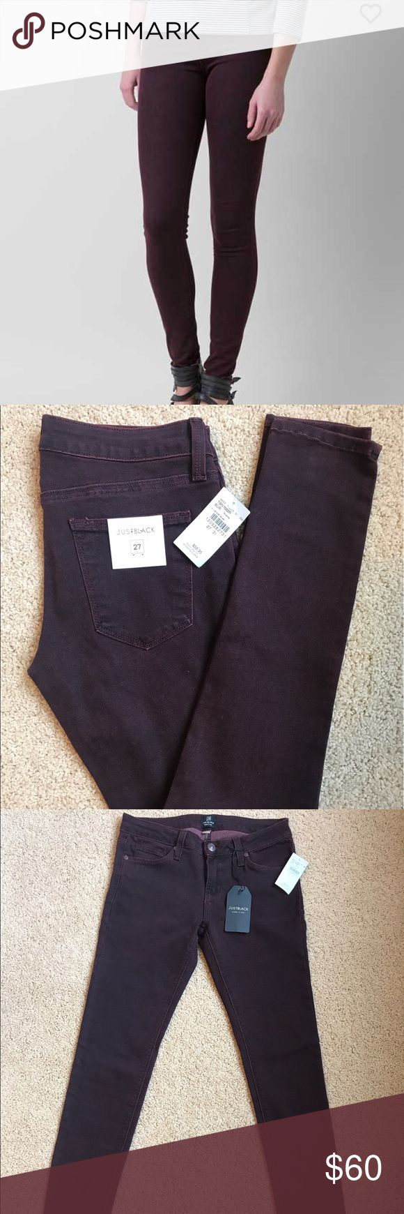 "Just Black Burgundy Skinny Stretch Jeans These low rise stretchy skinny jeans have a 31"" inseam. The burgundy and black threading makes for a very unique and beautiful color that could go with pretty much anything! Originally purchased from Buckle. Just Black Jeans Skinny"