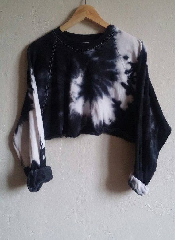 Crop Top Sweater Black Tie-Dye Snake grunge indie by SpacyShirts