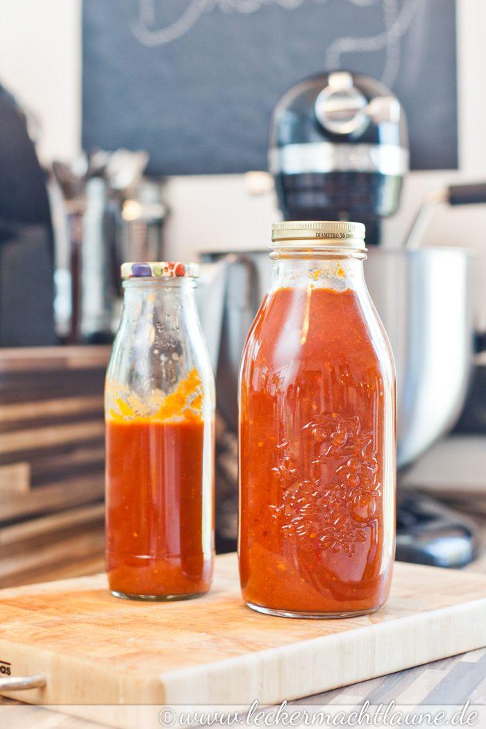 Eine köstliche BBQ-Sauce, die sich auch super als Geschenk aus der Küche eignet. Egal ob als Kleinigkeit zu Weihnachten oder als Mitbringsel zum Grillen.