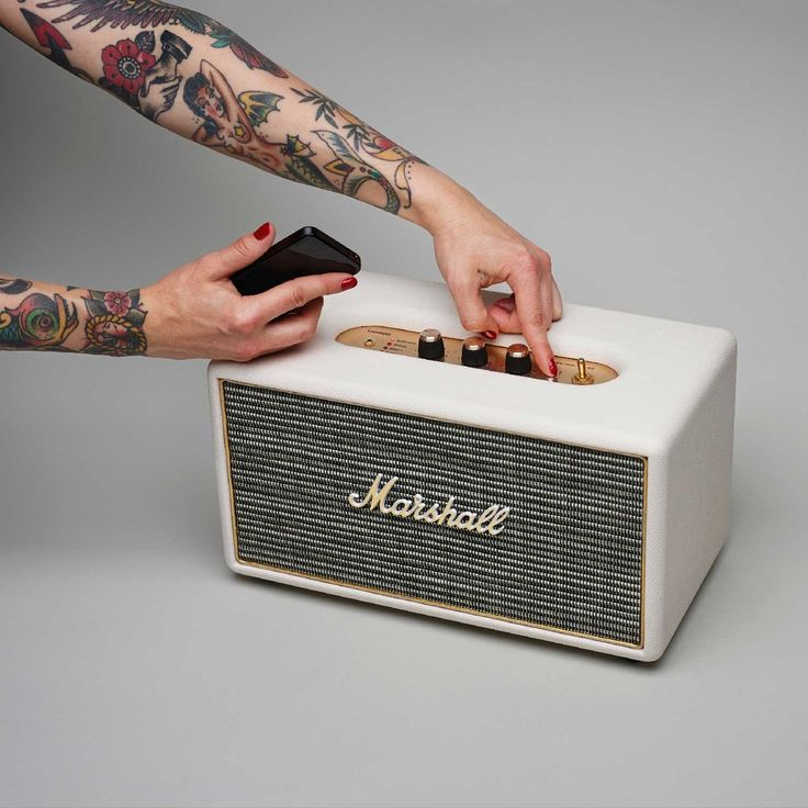 Looking for the loudest portable speakers in 2015? Check out our reviews and find out which wireless speaker is the best bluetooth speakers on the market..