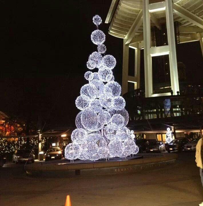 Best 25 christmas tree with lights ideas on pinterest - Outdoor holiday lighting ideas ...