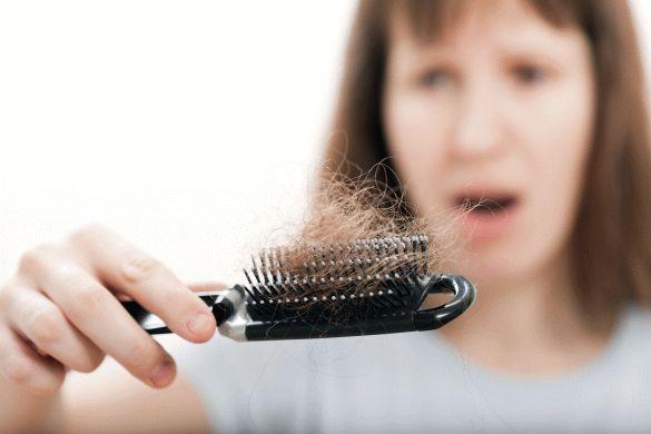 Die Freiheit der Wechseljahre genießen. Ein verstärkter Haarausfall in mittleren Jahren wird häufig durch hormonelle Veränderungen verursacht. Foto: djd/www.wenigerhaarausfall.de/f...