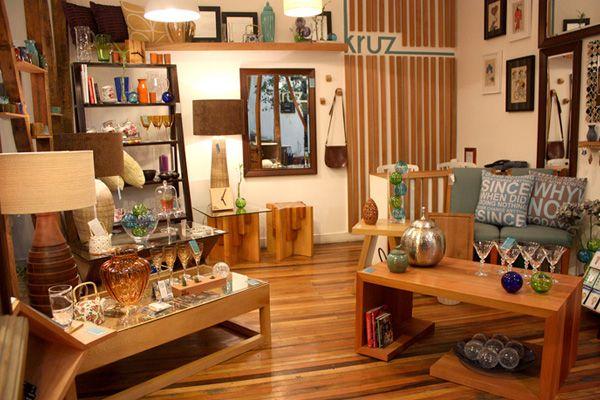 Muebles de diseño hechos con maderas nobles chilenas. Av. Italia 1449, local 3. Providencia (Barrio Italia). Santiago de Chile | www.kruz.cl