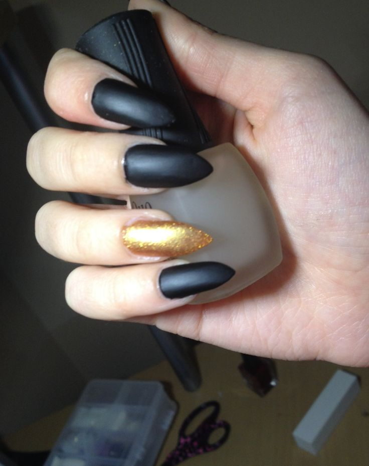 Famous Black And Gold Pointy Nails Ornament - Nail Art Ideas ...