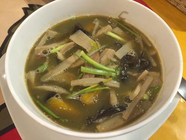 「ゲーンノーマイ」(筍スープ)680円◆コスパ良過ぎ!都内随一のラオス料理店『サバイディー』@阿佐ヶ谷