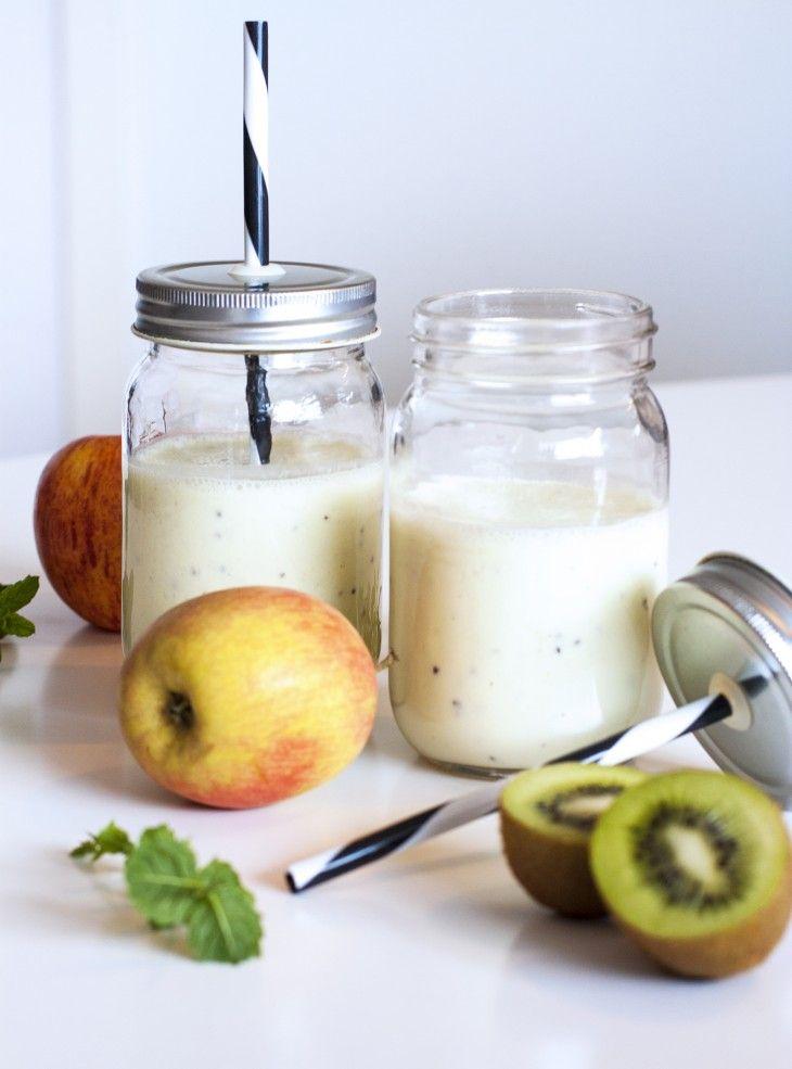 En hälsosam grön smoothie fylld av nyttigheter, perfekt som frukost eller mellanmål!