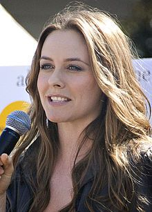 Alicia Silverstone.  In 2009, Silverstone released The Kind Diet, a guide to vegan nutrition, and launched its associated website The Kind Life. She lives in an eco-friendly Los Angeles house, complete with solar panels and an organic vegetable garden.