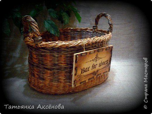 Поделка изделие Выжигание по дереву Выпиливание Плетение Корзина для домашней обуви Дерево Трубочки бумажные фото 3