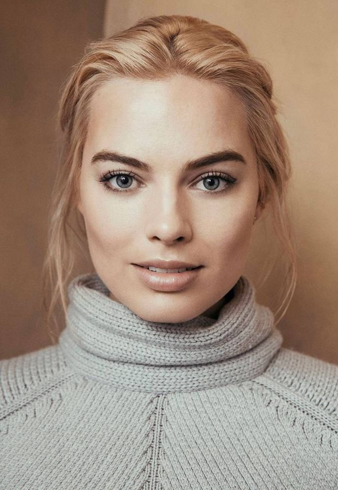 Margot Robbie - I like the makeup.