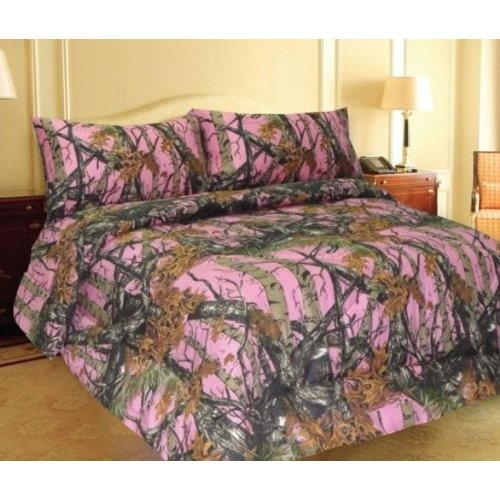 Pink, camo REALTREE® bedding. Perfect for girls who love camo or hunting!