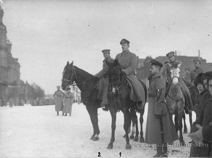 Екатеринбург, 13 марта 1919 г. Стоит - полковник А.Н.Лабунцов, сзади слева направо полковник К.Гусарек, генерал-лейтенант Р.Гайда