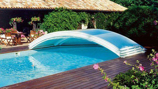 Piscine creusée ou piscine hors sol, on ne crée pas n'importe comment une piscine dans son jardin... L'installation d'une piscine demande une assez longue préparation avant le grand plongeon...