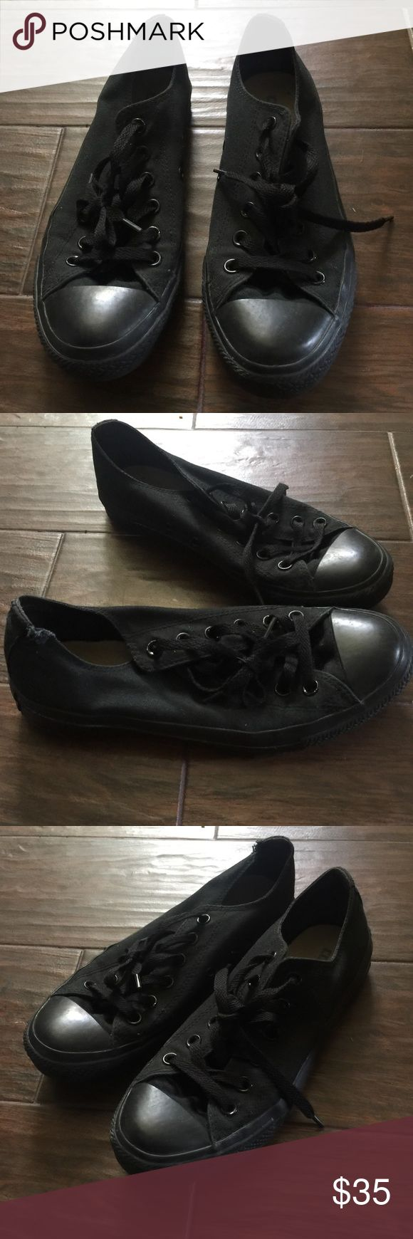 Black Low Top Converse All Star Shoes All black low top Converse All Star shoes in excellent used condition.  Size 8 in women's Converse Shoes Sneakers