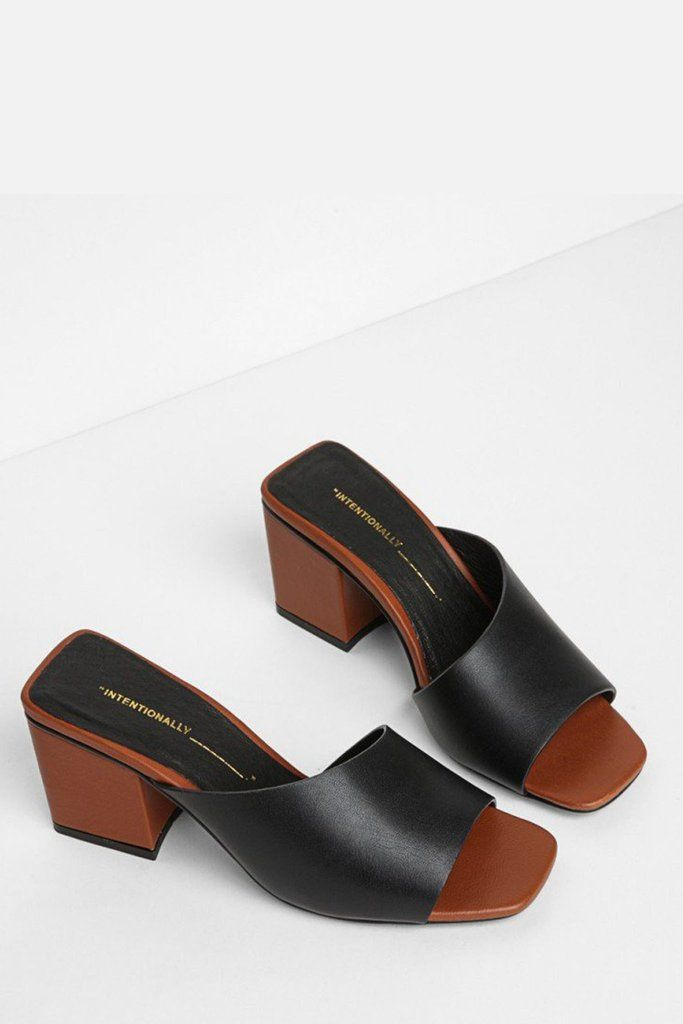 Leather Roll Sandal - Black