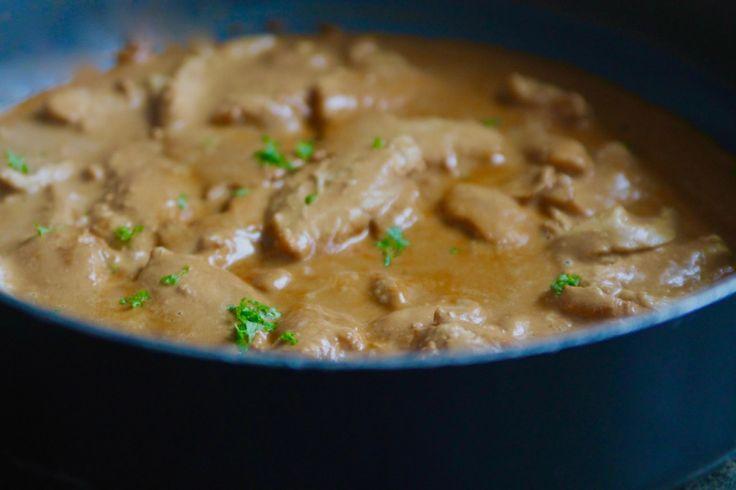 Här kommer gårdagens middag, en mumsig kycklingrätt. Vi äter mycket kyckling här hemma, och det går ju variera i oändlighet. Gryta är en favorit, och för att få fram smakerna så är en skvätt med gele, balsamico eller lingonsylt hemligheten. Lyfter smakerna på hela grytan. Det här behöver du till … Läs mer