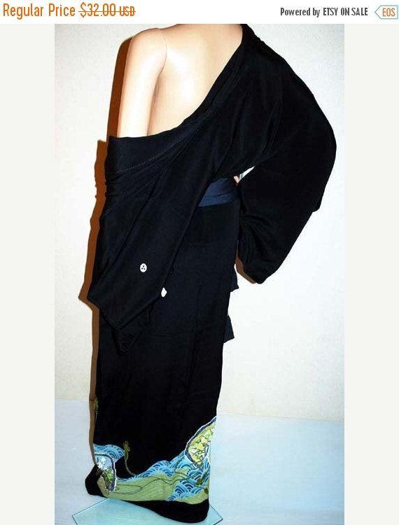 ON SALE Black Kimono Japanese Kimono Robe by KimonoFujiyamarock