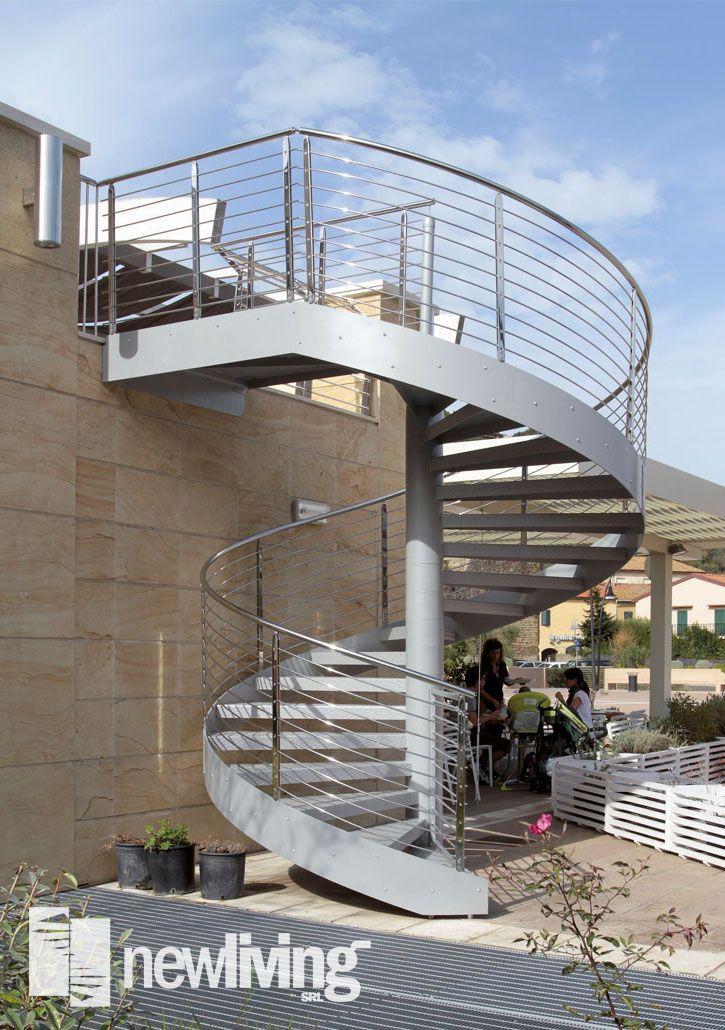 Oltre 25 fantastiche idee su ringhiere in ferro su pinterest scale in ferro battuto ringhiere - Ringhiera scala esterna ...