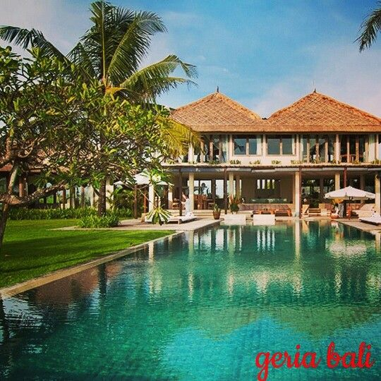 perfect location for #parties, #weddings and other larger #events, but also for a #relaxing and overwhelming #luxurious #holiday stay for larger #groups. Located on the #beach of #Pantai Seseh  www.geriabalivacation.com/villa-shalimar/  #geriabali #bali #balivilla #hgtv #beautifuldestinations #luxwt #tgif #destinosmaravilhososbyeli #bgbk #luxuryworldtraveler #bossresorts #beautifuldestination #pinktrotters #thegoldlist #roomcritic #holiday