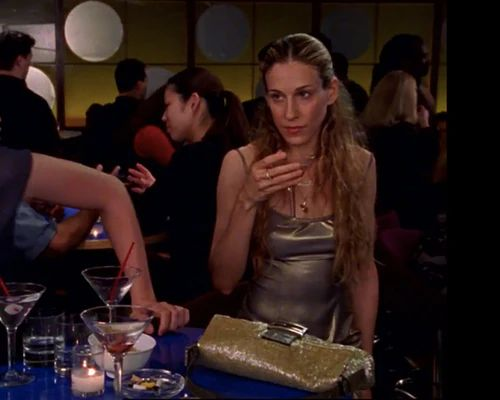 7 Times Carrie Bradshaw Wore This Early-'00s Handbag Trend