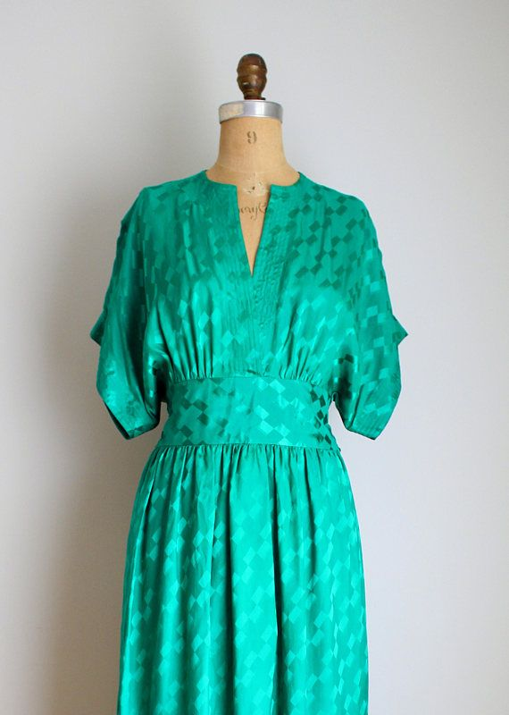 A gorgeous emerald green silk Cazal dress,c 1980s. The green is a little richer than seen in the photos. The dress features a kimono style silhouette, with a wide high waist that ties in a sash in the back. The plunging neckline and sleeves have 7 lines of stitching. The dress is made of 100% silk and is a graphic patterned jacquard silk. Excellent vintage condition. Dress has been freshly dry cleaned. Click zoom for detailed photos! ✂️ S I Z E / M E A S U R E M E N T S Size on label...