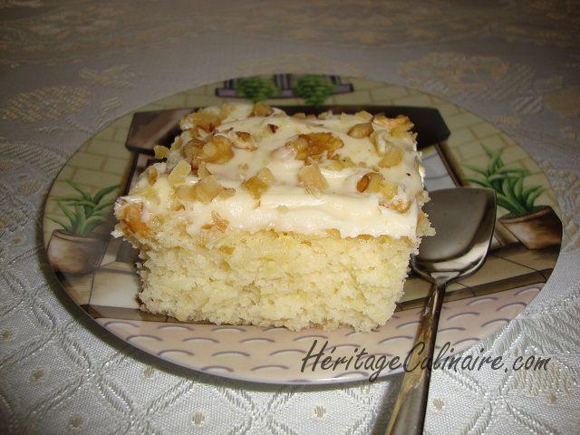 Tendre et léger ce gâteau à l'ananas est servi avec un délicieux glaçage au fromage. #gâteau #ananas #glaçage au fromage