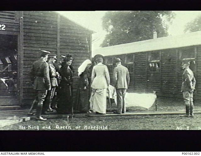 HAREFIELD, MIDDLESEX, ENGLAND, 1914-18. KING GEORGE V AND QUEEN MARY ON A VISIT TO THE NO. 1 AUSTRALIAN AUXILIARY HOSPITAL.