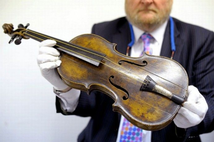 Violin played on the Titanic as the vessel sank auctioned for £1,000,000