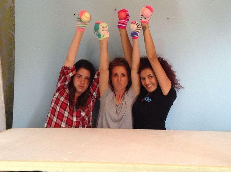 Las manos como modelos para foto de producto Revista GEF. Ana Maria, Ma Clara y Calixtanna