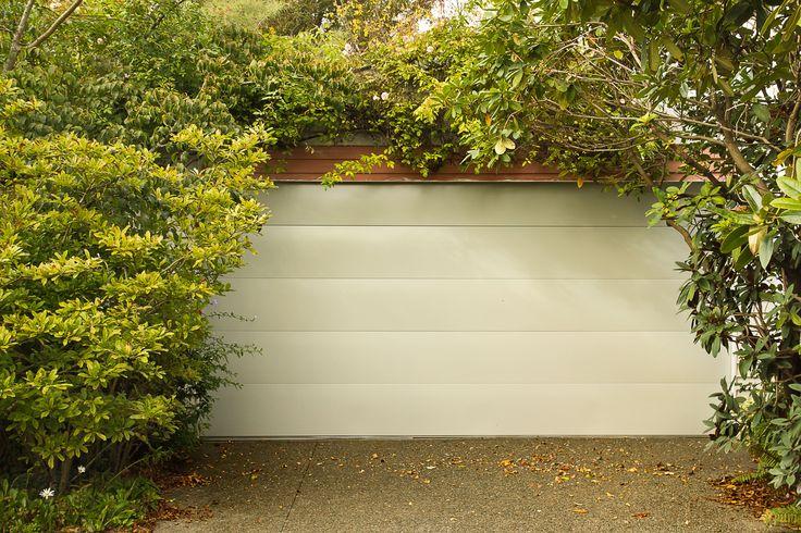 Dominator Valero Sectional Door in Gull Grey