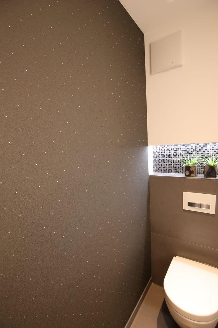 """Gäste-WC mit Designwandbelag (Tapete) aus der """"Harald Glööckler""""-Kollektion von Marburg"""