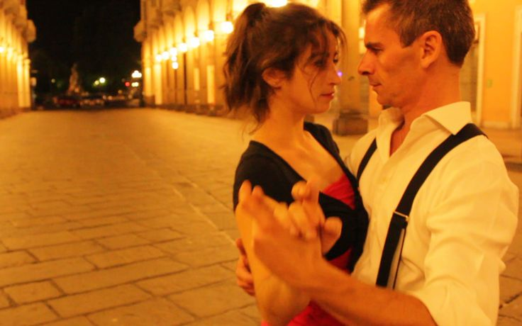 Questa è una foto estratta dal video di tango girato insieme a Manù e giorgio, due ballerini molto bravi. Hanno ballato tango per le strade di torino per raccontare la storia di un tormentato amore a ritmo di danza