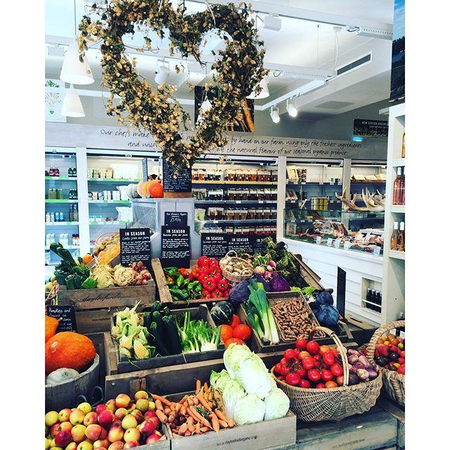 A farm shop in the city  la ferme de Daylesford dans le Gloucestershire est bio depuis 30 ans, ils ont un très beau magasin bio à Notting Hill où ils vendent leurs très  beaux produits. Prochain séjour à Londres : direction Daylesford farm!