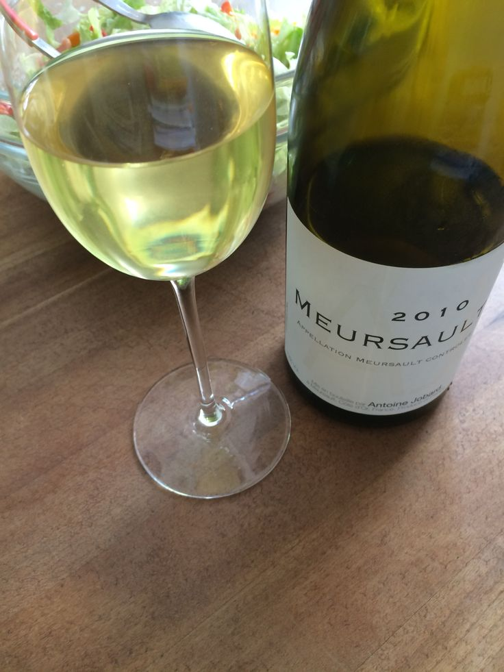 Chablis kennt jeder. Meursault ist da schon weniger geläufig. Der Ort liegt inmitten der Côte de Beaune im Burgund. Zugelassen sind dort rote und weiße Rebsorten. Berühmt ist die Appellation vor al…