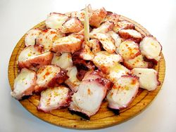 Pulpo a la Gallega (Galician style octopus) doesn't present many problems and it's always tastes great, however, it is said that all food is better when tasted in its source of origin. Should you ever decide to travel to Spain, we suggest you ask the locals for the best Galician style octopus in town.....