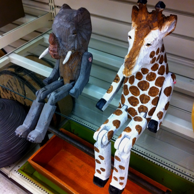 Home decor....I want the Giraffe.. :)Cool Kids Room, Bff S, Dreams House, Funny, Finding, Kid Rooms, Decor I, Ledge Animal, Peter Pan
