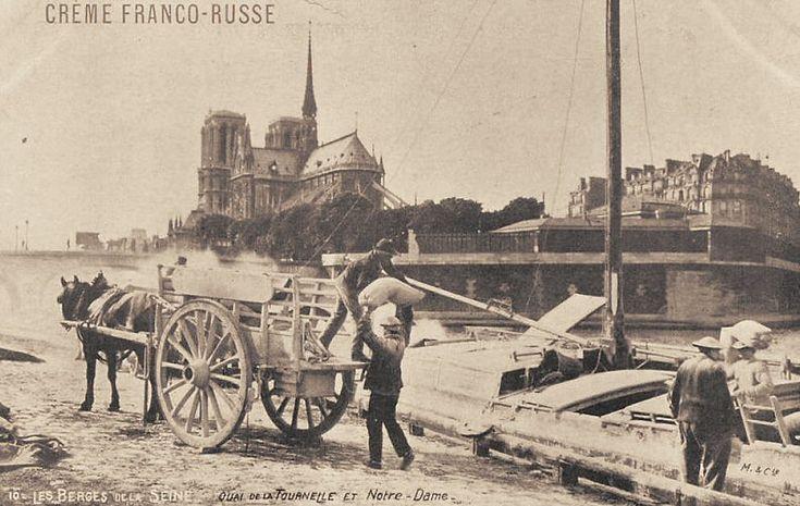 Des ouvriers sur le quai de la Tournelle... (carte postale, vers 1900)