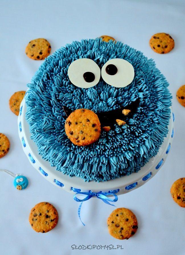 Tort Ciasteczkowy Potwór to idealny pomysł na urodziny Twojego dziecka. Tort z kremem z Milky Way i frużeliną malinową sprawi, że urodziny Twojej pociechy na długo zostaną w pamięci gości.