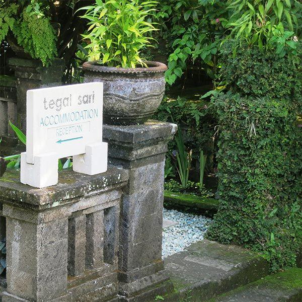 Tegal Sari-Hotel di Gianyar. Tegal Sari merupakan sebuah penginapan di Ubud, Bali. Dengan pemandangan sawah...